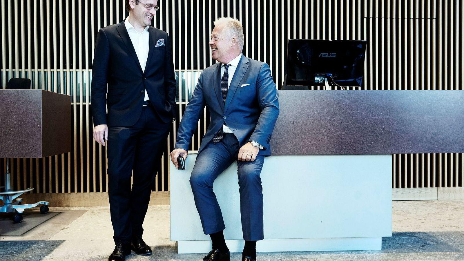 Gjensidige-sjef Helge Leiro Baastad (til høyre) besøkte Nordeas lokaler på Majorstuen i Oslo mandag. Han selger banken til Nordea, og avviser at det noen gang var et mål om å vokse gjennom oppkjøp. Til venstre: Nordeas norgessjef Snorre Storset.
