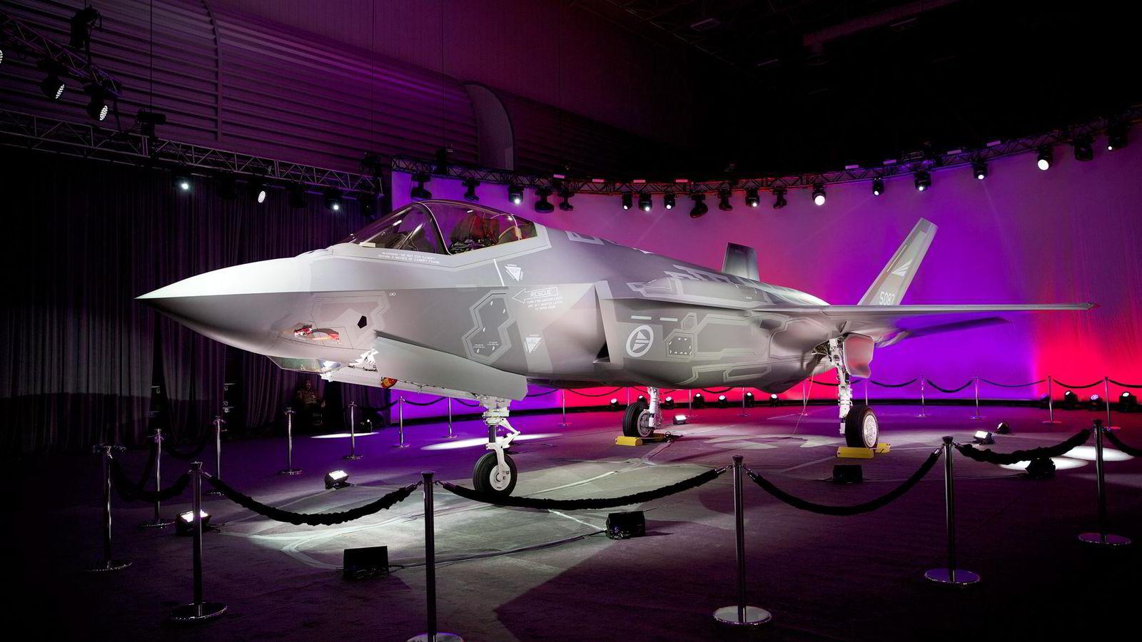 I 2012 sa Stortinget ja til å kjøpe 52 nye F-35-kampfly. Her er det første av dem på Lockheed Martin-fabrikken i Texas.