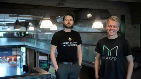 Gustav Arentoft (til venstre) og Nikolaj Lollike i kryptoselskapet MakerDao bygger en bank hvor en kan låne kryptovaluta. Etter hvert skal en kunne stille både aksjer og obligasjoner som sikkerhet for lånene dine.
