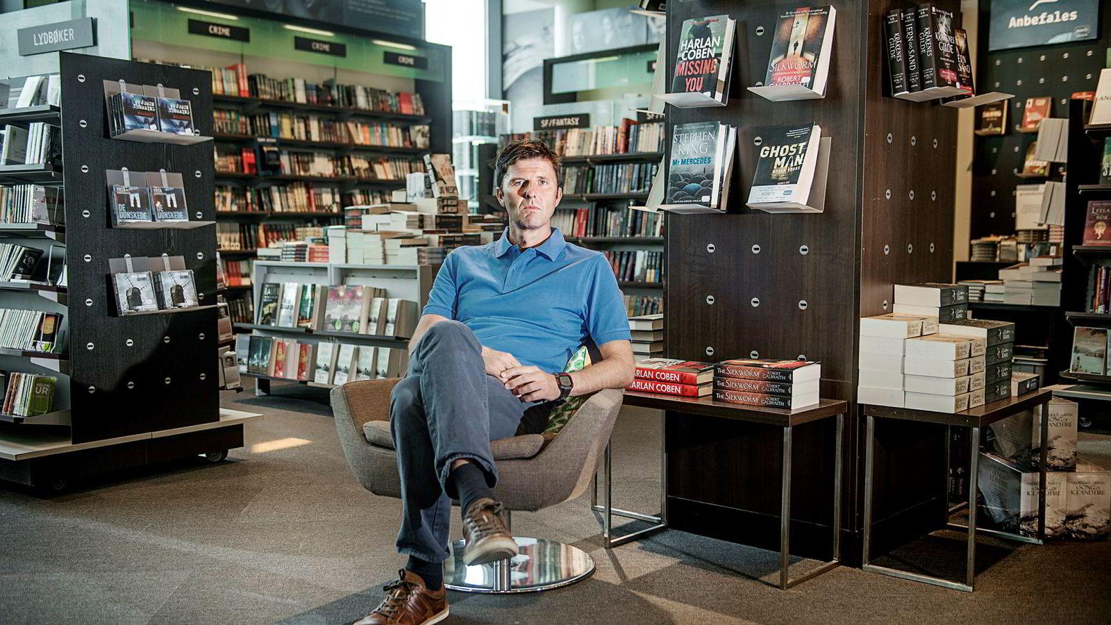 – Vi kommer til å ha færre butikker om fem år enn i dag, sier administrerende direktør i Norli Libris John Thomasgaard.