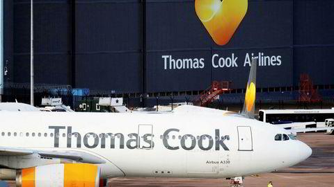 Thomas Cooks fly er parkert i store deler av Europa, men den nordiske delen av flyselskapet og reiseselskapet Ving lever videre på bankenes nåde. Snart må den nordiske delen finne nye eiere. Bildet er fra flyplassen i Manchester, ett av de store knutepunktene for Thomas Cook Airlines frem til nylig.