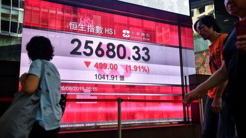 Hang Seng faller over ett prosent mandag. Her fra slutten av august.