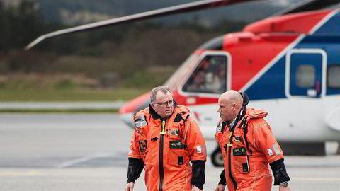 Statoil-sjef Eldar Sætre og norsk sokkel-sjef Arne Sigve Nylund var mandag på helikoptertur til Gullfaks B, plattformen ulykkeshelikopteret var på vei fra da det styrtet fredag 29. april. Foto: Carina Johansen/