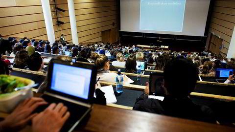 15. april er fristen for å søke høyere utdannelse gjennom Samordna opptak. Bildet er fra en forelesning på Blindern i Oslo.
