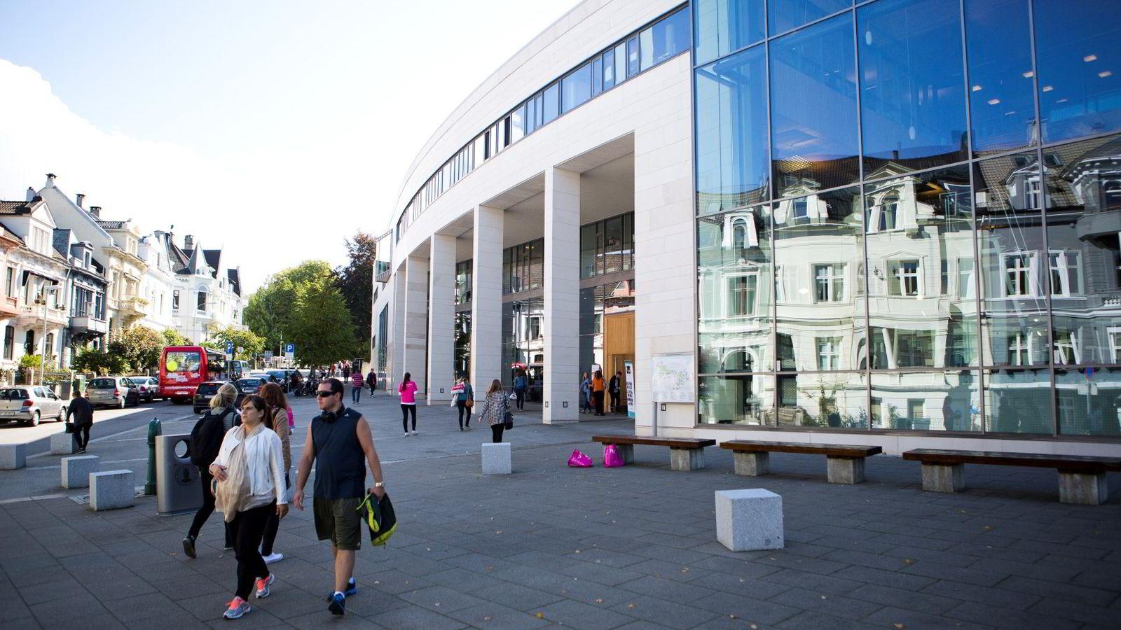 40 prosent av bachelorstudentene ved Universitetet i Bergen fullfører ikke graden. Universitetet håpet et motivasjonsbrev ville bedre statistikken, men får ikke lov til å prøve ut ordningen.