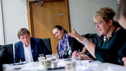 Kulturminister Trine Skei Grande (til høyre) styrte selv ordskiftet om digitalradio. Svein Larsen og Hilde Apneseth fra Radio Metro fulgte nøye med.