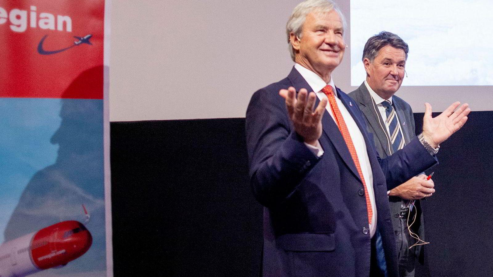 Bjørn Kjos (fra venstre) har brukt nær fire milliarder på å leie reservefly de siste årene. Fungerende toppsjef Geir Karlsen kan håpe at fabrikken Boeing snart får alle flyene på vingene igjen.
