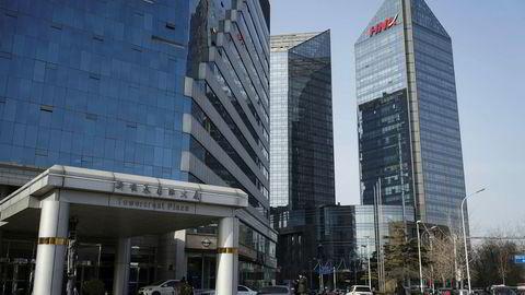 HNA Group er under press om å redusere gjelden. Selskapet har foretatt en gjeldsfinansiert ekspansjon over hele verden og kjøpt eierposter i kjente internasjonale selskaper som Hilton, Radisson og Deutsche Bank.