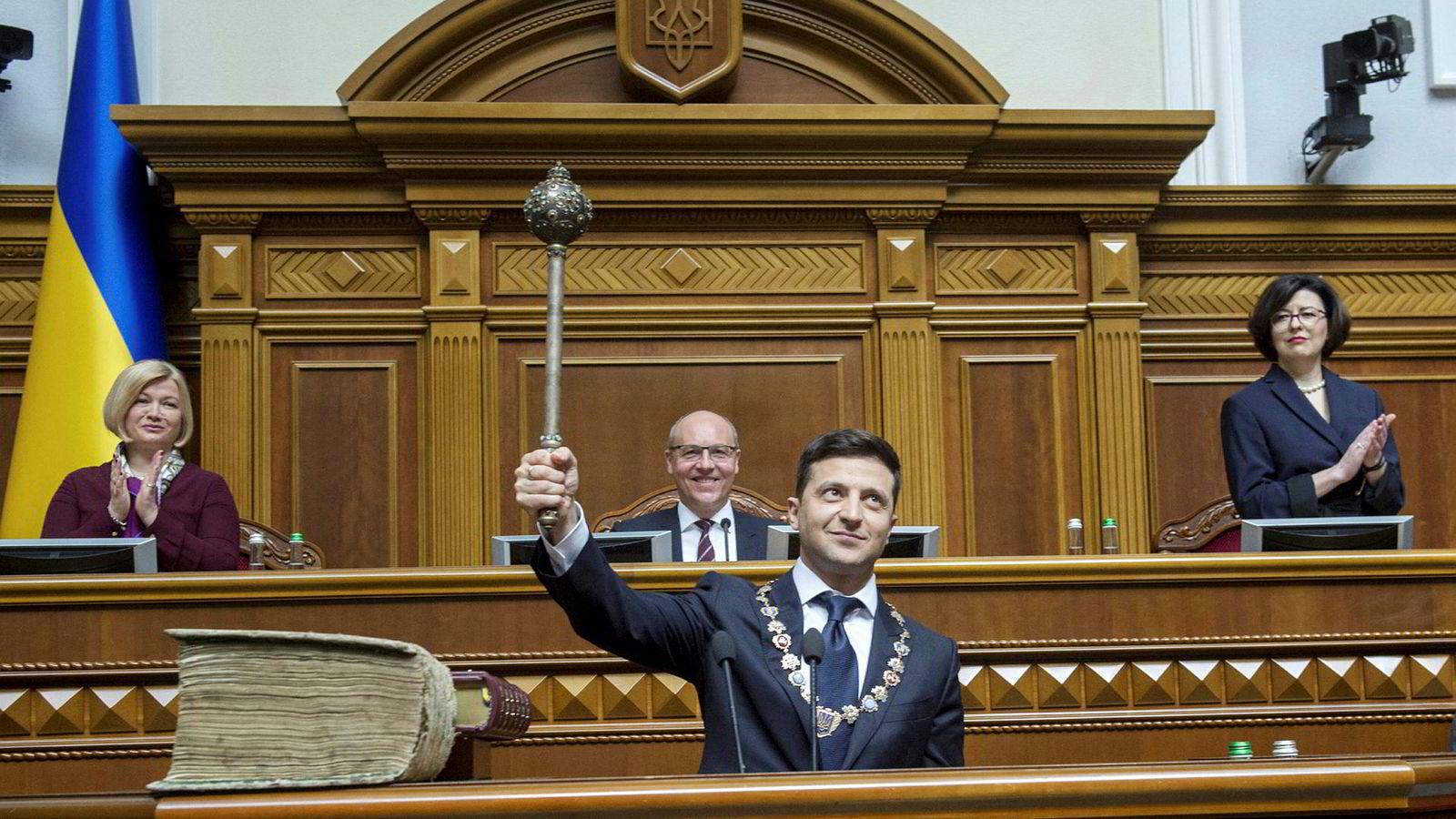 Ukrainas nye president Volodymyr Zelenskyj under edsavleggelse i parlamentet i Kiev mandag denne uken.
