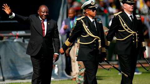 Cyril Ramaphosa tas i ed som president i Sør-Afrika.