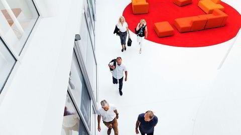 DNs rentepanel tror Norges Bank er for optimistisk. Fra venstre: Steinar Holden, Ragnar Torvik, Kari Due-Andresen, Hilde Bjørnland og Knut Røed.