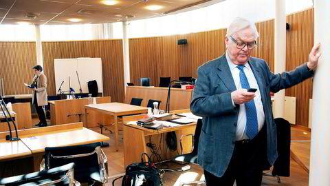 Tankreder Herbjørn Hansson (til høyre) nekter å stille pensjonsgaranti til tidligere finansdirektør Turid Moe Sørensen og anklager henne for illojalt å ha igangsatt et konkurrerende rederi, men hadde lite dokumentasjon annet enn sine dagbøker.