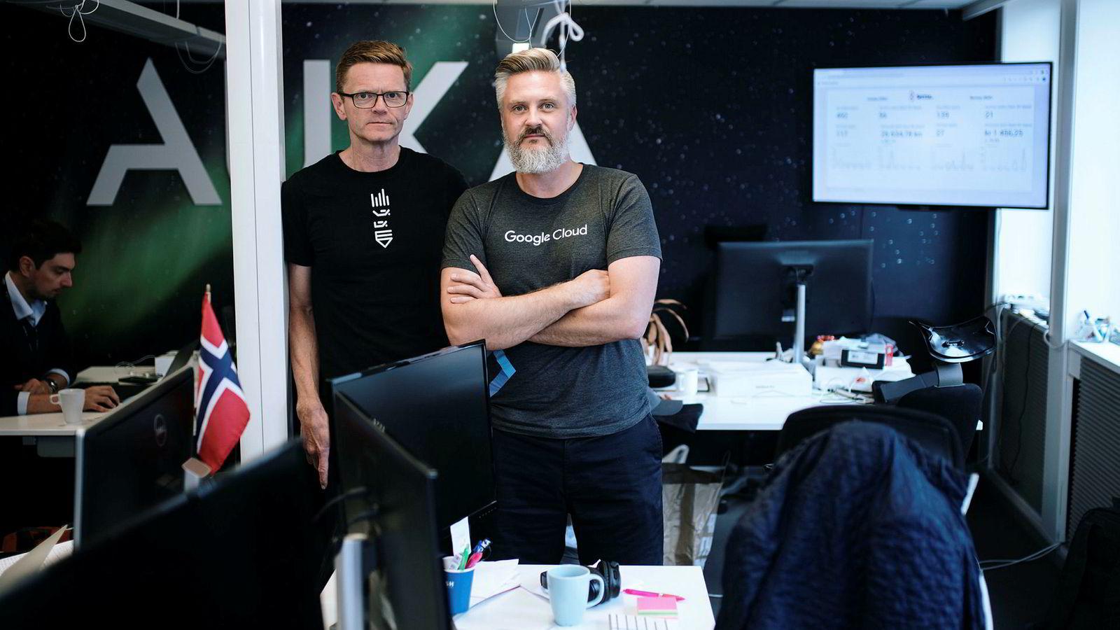 Daniel Döderlein (til høyre), sjef for it-selskapet Auka, får ikke arbeidstillatelse for en kanadisk topp-programmerer han vil ha. Her sammen med Terje Breivik vil forsøke å hjelpe.