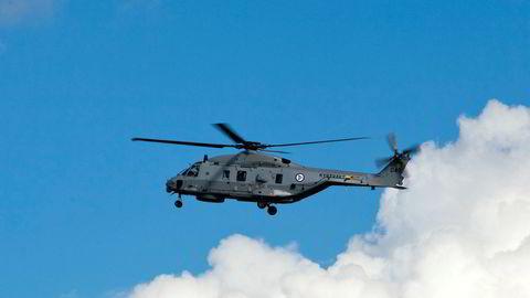 Et NH90-helikopter fra Kystvakten i lufta over Oslofjorden under flyoppvisningen som markerte at det norske luftforsvaret er 100 år.