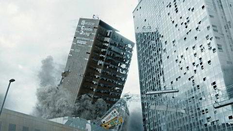 Regjeringens virkemiddel om å øke den private finansieringen, kan virke mot sin hensikt, og i ytterste konsekvens svekke kvaliteten i det norske filmtilbudet. Her illustrert ved den norske filmen «Skjelvet».