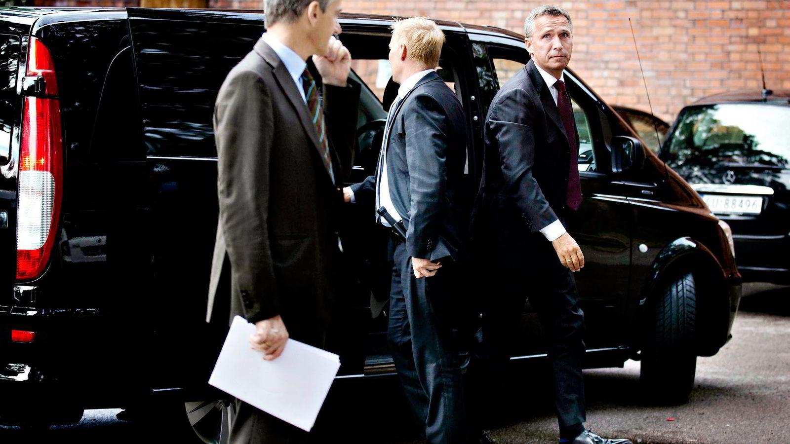 TOMMEL NED. Daværende statsminister Jens Stoltenberg (til høyre) sa til slutt nei til den skriftlige innrømmelsen som skulle gis til kineserne. Arbeidet startet opp da Jonas Gahr Støre var utenriksminister. Foto: Fredrik Solstad
