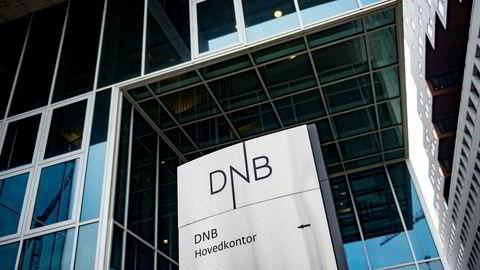Flere av DNBs nettjenester er nede søndag.