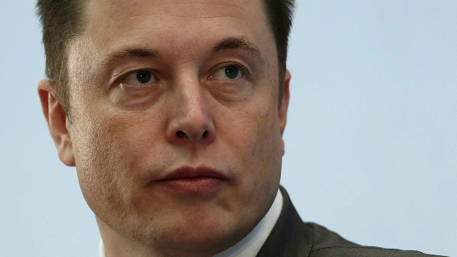 Tesla-sjef Elon må i henhold til forliket med amerikanske børsmyndigheter tre av som styreleder i selskapet neste måned.
