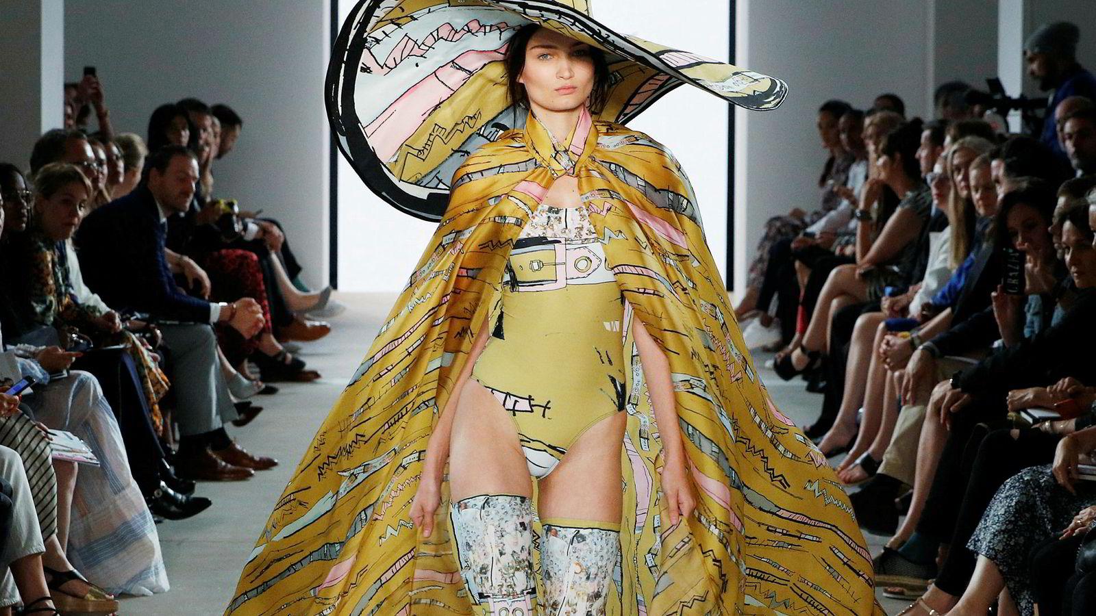 Norsk design vises også stadig oftere frem i prestisjemagasin som W og Vogue. Her vises klær fra den norske designeren Edda Gimnes under Mercedes-Benz mote uke i Berlin våren 2018.