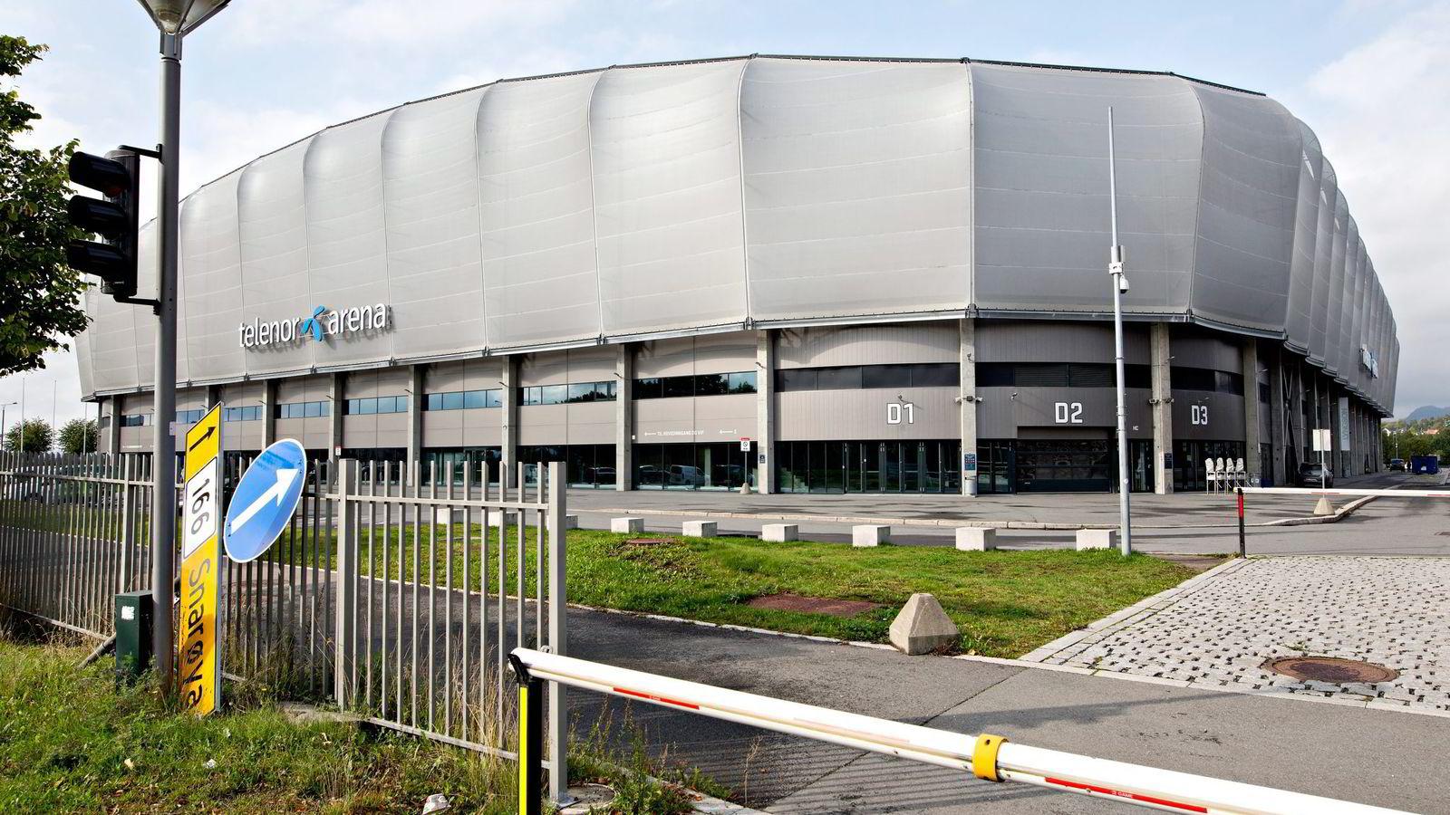 Millionene har rent ut av Telenor Arena siden åpningen i 2009. Tomten og arenaen har nå en bokført verdi på 424,5 millioner kroner. Foto: Aleksander Nordahl