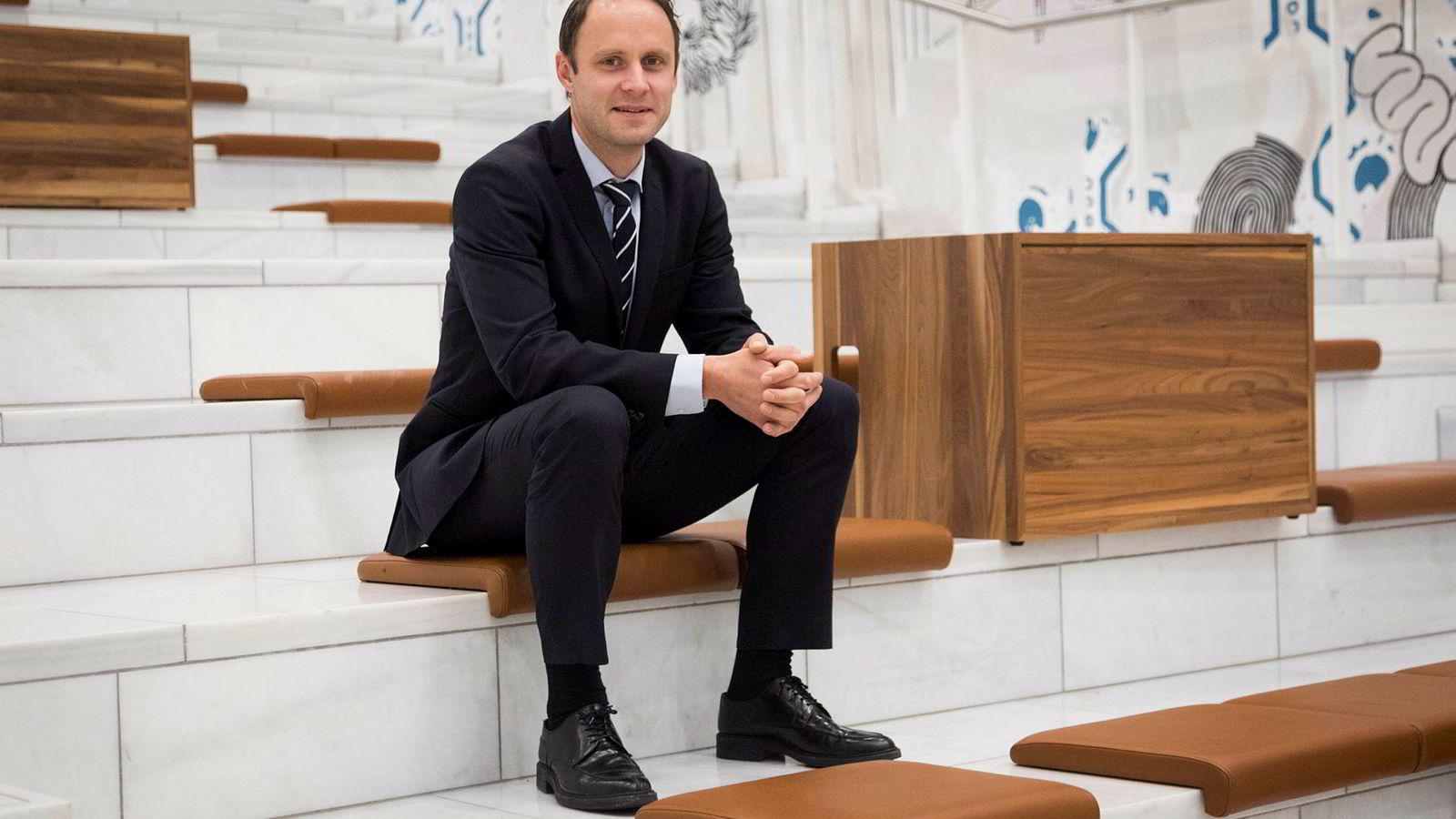 Valutastrateg Magne Østnor i DNB Markets klarer ikke å forstå hvorfor Norges Bank nå øker kronekjøpene sine.