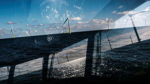 Det bygges mye vindmøller, som her ved Arkona-parken utenfor Tyskland, men dette er kraftproduksjon som svinger mye fra dag til dag.