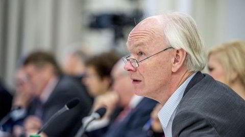 Per Olaf Lundteigen (SP) tror det kan komme ny informasjon i høringen i Stortinget i dag. Foto: Fartein Rudjord