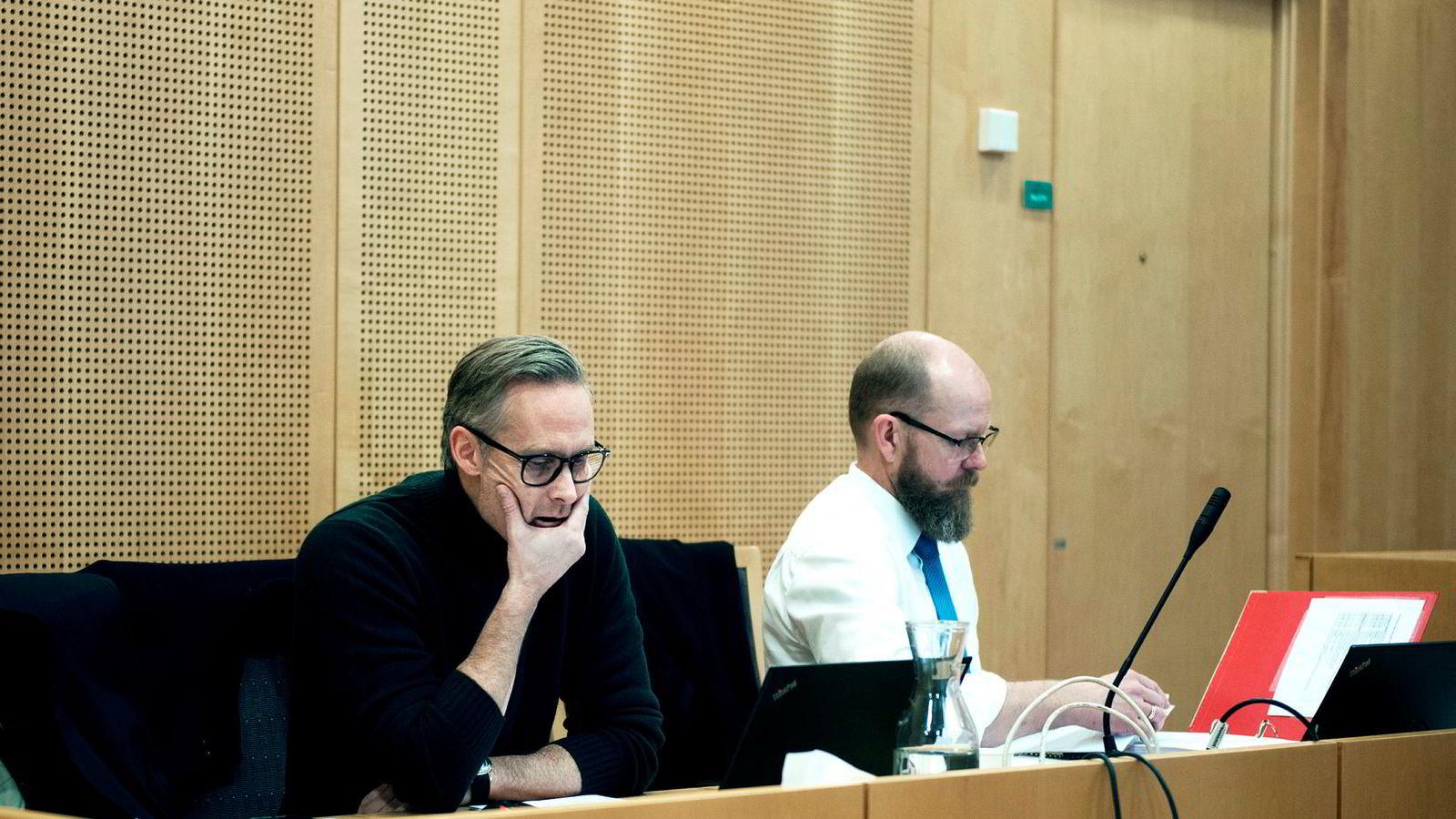 Jan Yngve Holen tapte saken mot Reitan Convenience Norway AS, i første instans. Her sammen med sin advokat Steinar Sjølyst i Oslo Tinghus.