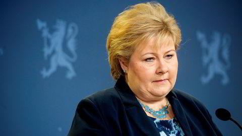 Statsminister Erna Solberg mener at Jonas Gahr Støre og Arbeiderpartiet burde tenker over det som har kommet frem i dag.