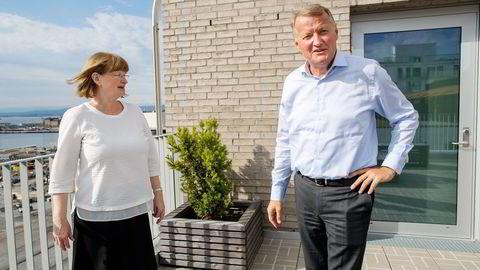 Styreleder i DNB, Anne Carine Tanum, sier Hjort-rapporten slår fast at det ikke er begått lovbrudd i DNB. Her sammen med konsernsjef Rune Bjerke. Foto: