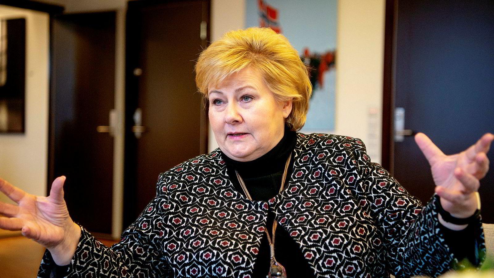 Statsminister Erna Solberg sier Norge trolig ikke vil klare Natos mål om å bruke to prosent av bnp på forsvaret innen 2024.