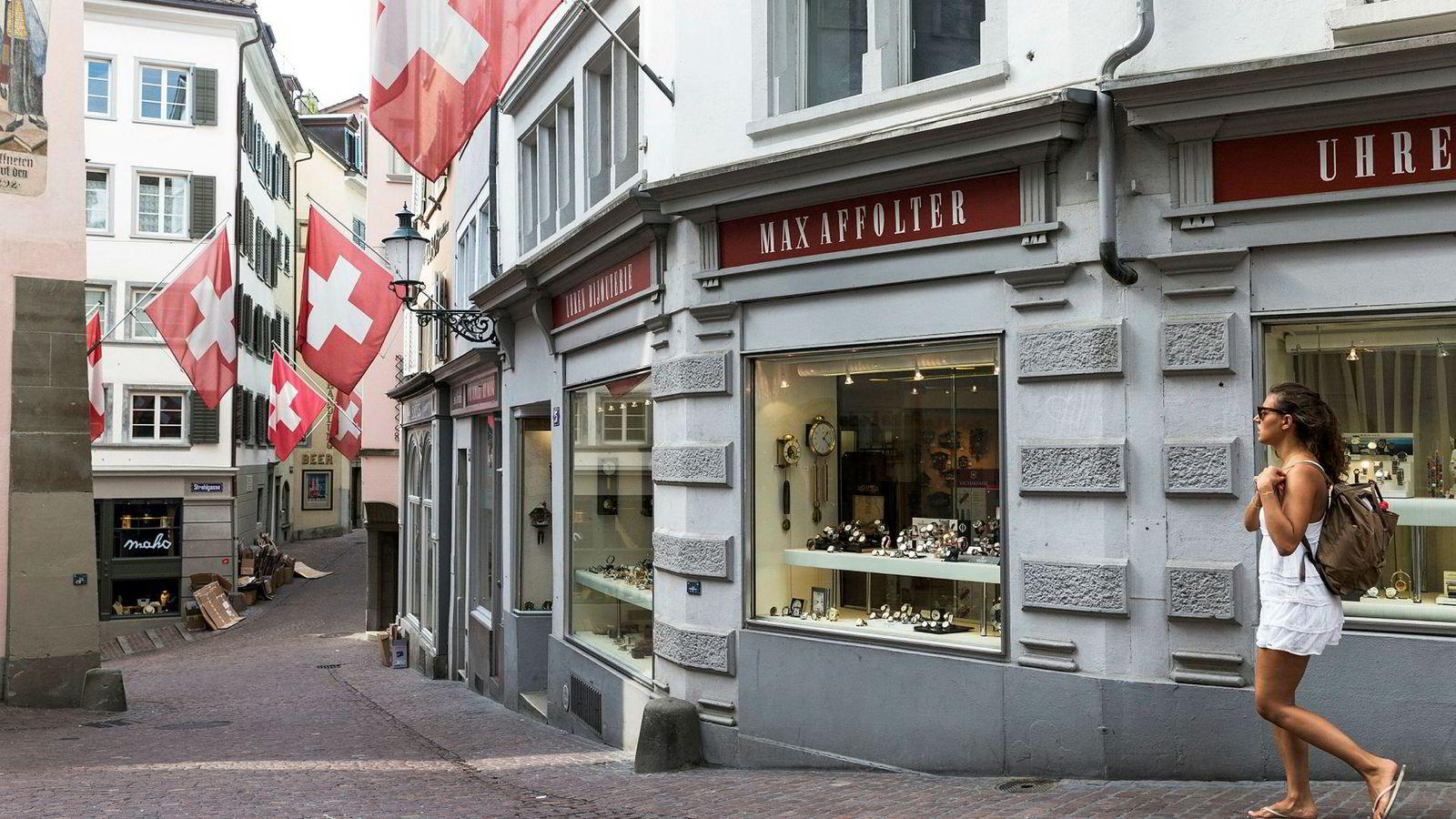 Se mot Sveits? Det er liten tvil om at det er mer behagelig å være veldig rik i Sveits enn det er i Norge. Her fra Zürich.