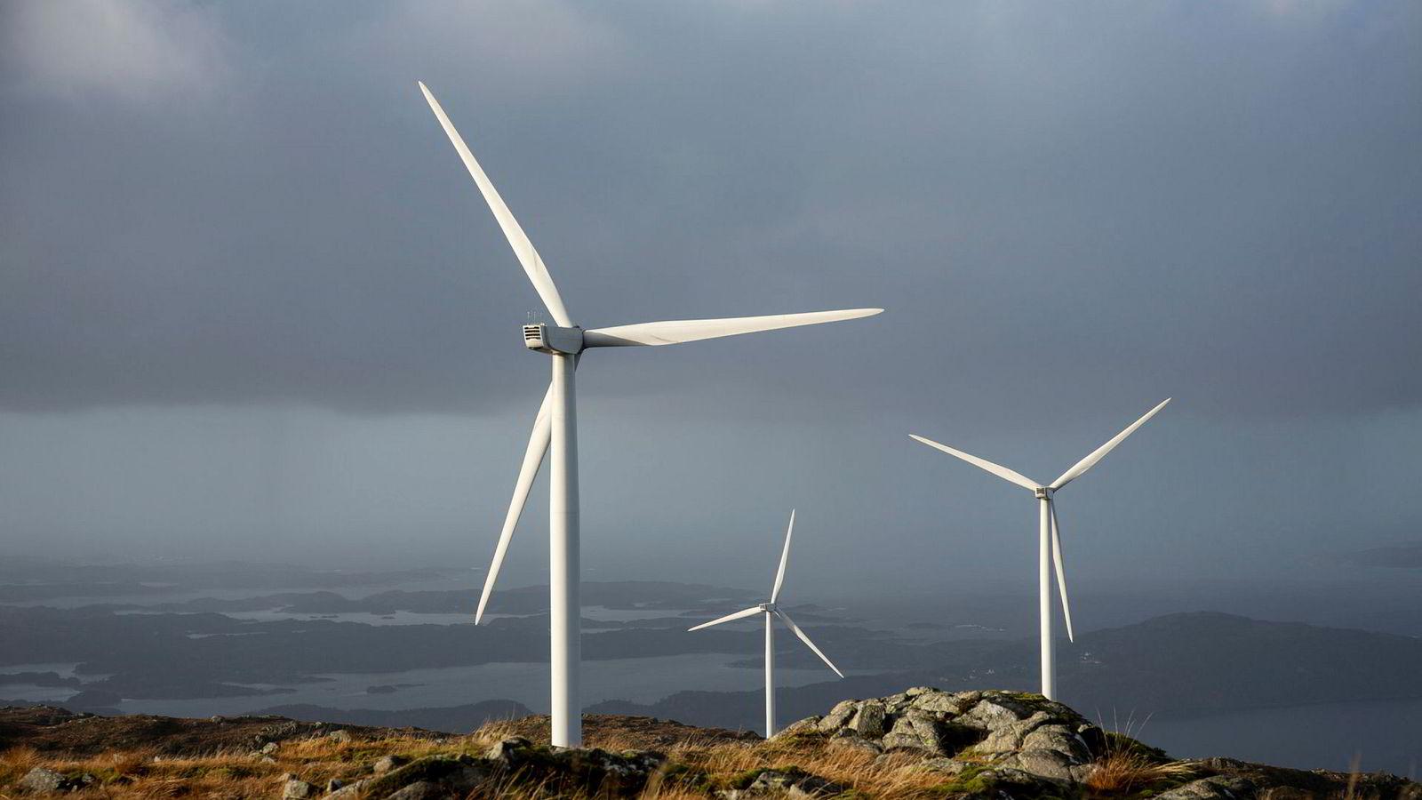 Skal Norge nå klimamålene vi har forpliktet oss til, må Norge fortsette med elektrifiseringen nå. Vindmøller på land er en avgjørende del av den løsningen, skriver artikkelforfatteren. Her fra Midtfjellet vindpark på Fitjar i Hordaland.