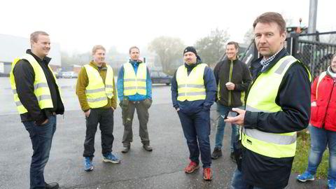 .Leder i Norges Bondelag Lars Petter Bartnes(t.v.) under aksjonen på Kalbakken. Bønder blokkerer utkjøring av varer fra grossistlageret til ASKO på Kalbakken i Oslo fredag morgen.