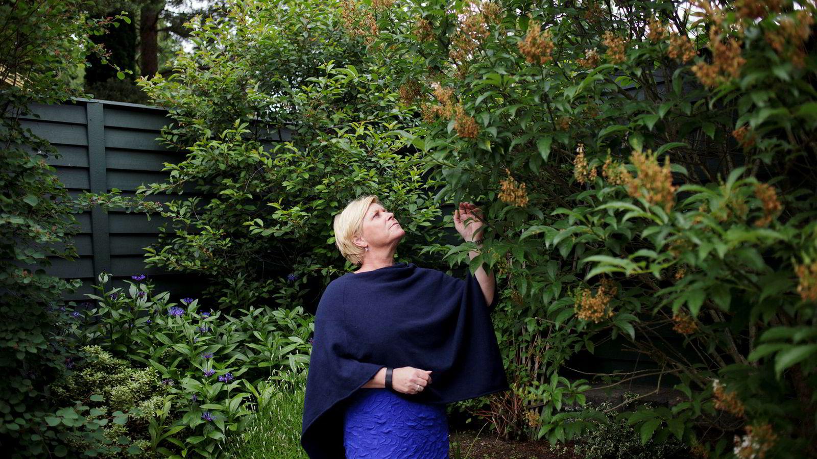 Siv Jensen tok imot DN hjemme i egen hage til partilederintervjuet. Jensen leier en hytte i Oslofjorden hvor hun skal koble av før valgkampen starter senere i sommer.