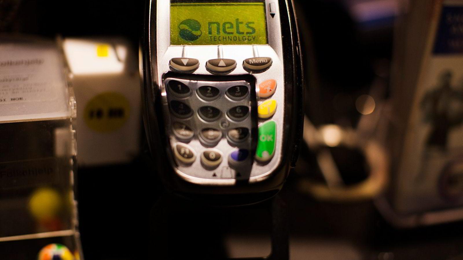 betalingsløsningsselskapet Nets sikter på børs, noe som kan gjøre mange ansatte styrtrike. Bildet viser en Touchpay-terminal. Foto: Per Thrana