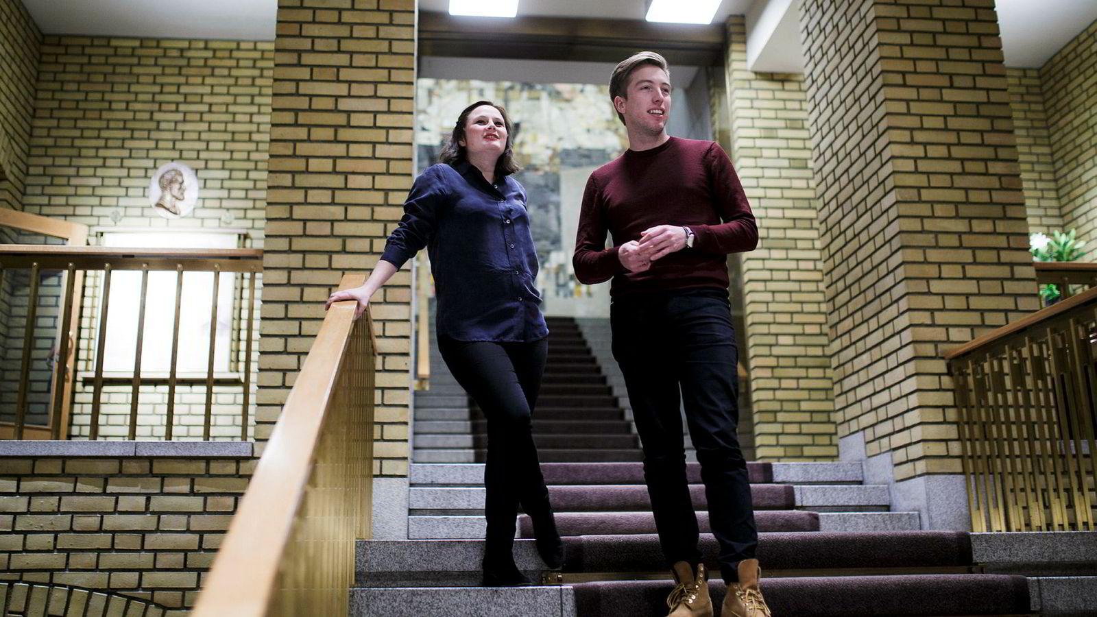 VG-journalistene Marie Melgård og Lars Joakim Skarvøy har hengt mye på Stortinget i høst. Over nyttår starter de arbeidet med en bok om Arbeiderpartiet for Kagge Forlag.