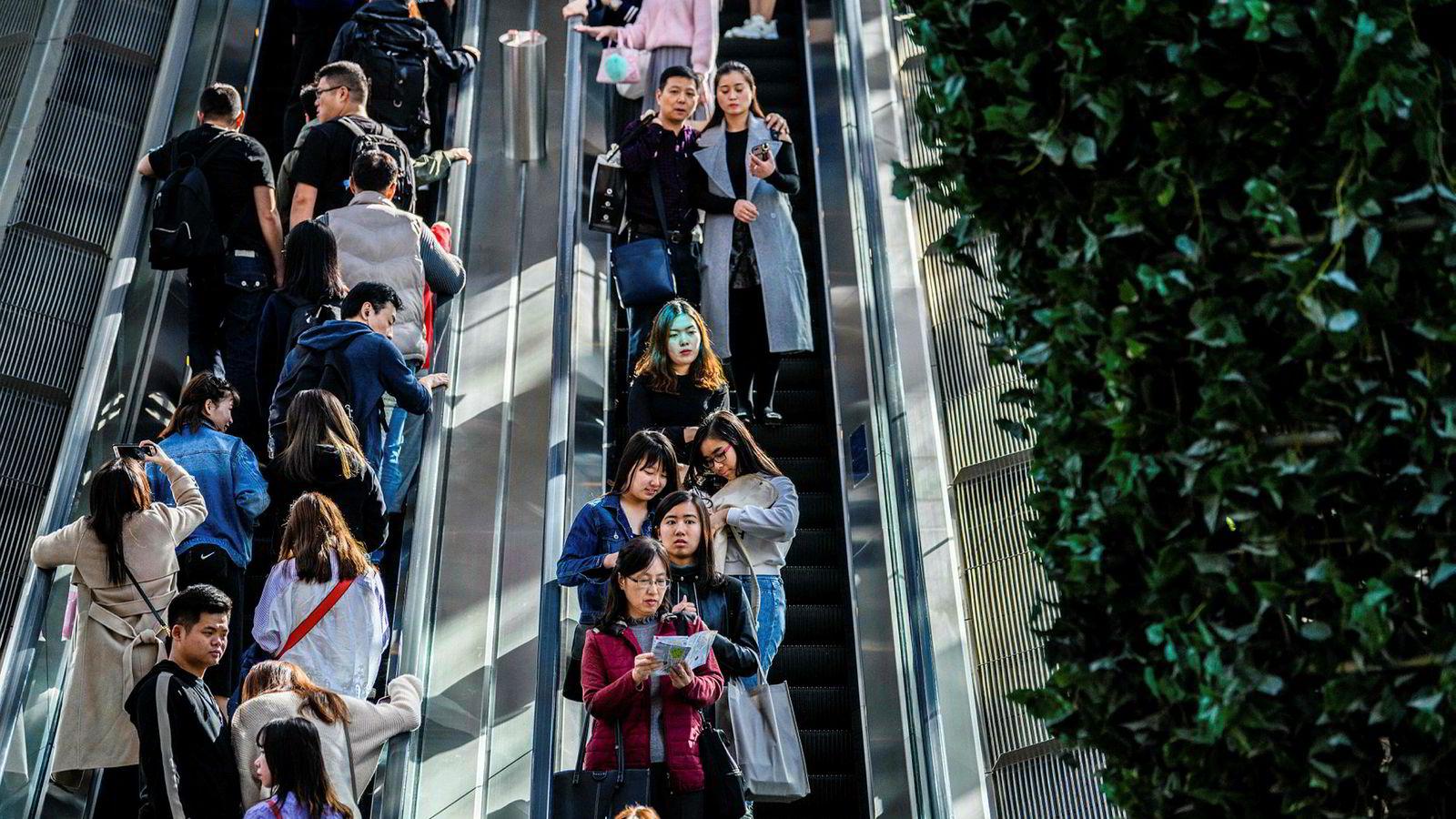 Investorer i Hongkong er beryktet for risikovilje, men svært utsatt for hva som skjer i Kina og USA. Kursene har falt kraftig ved Hongkong-børsen i år.