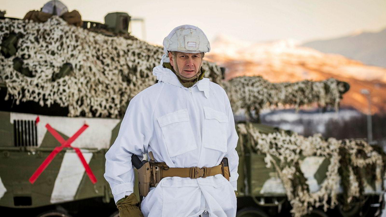 Tidligere brigadesjef Eldar Berli påstår at norsk forsvarspolitikk er grunnleggende endret. Vekten er lagt på avskrekking ved å satse på nye kampfly og fremtidige missiler, mener han.