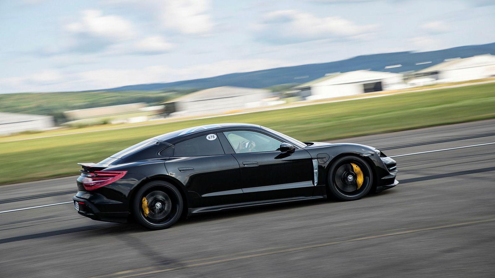 Porsche Taycan er mindre enn Tesla Model S, og får klare trekk fra Porsches ikoniske 911.