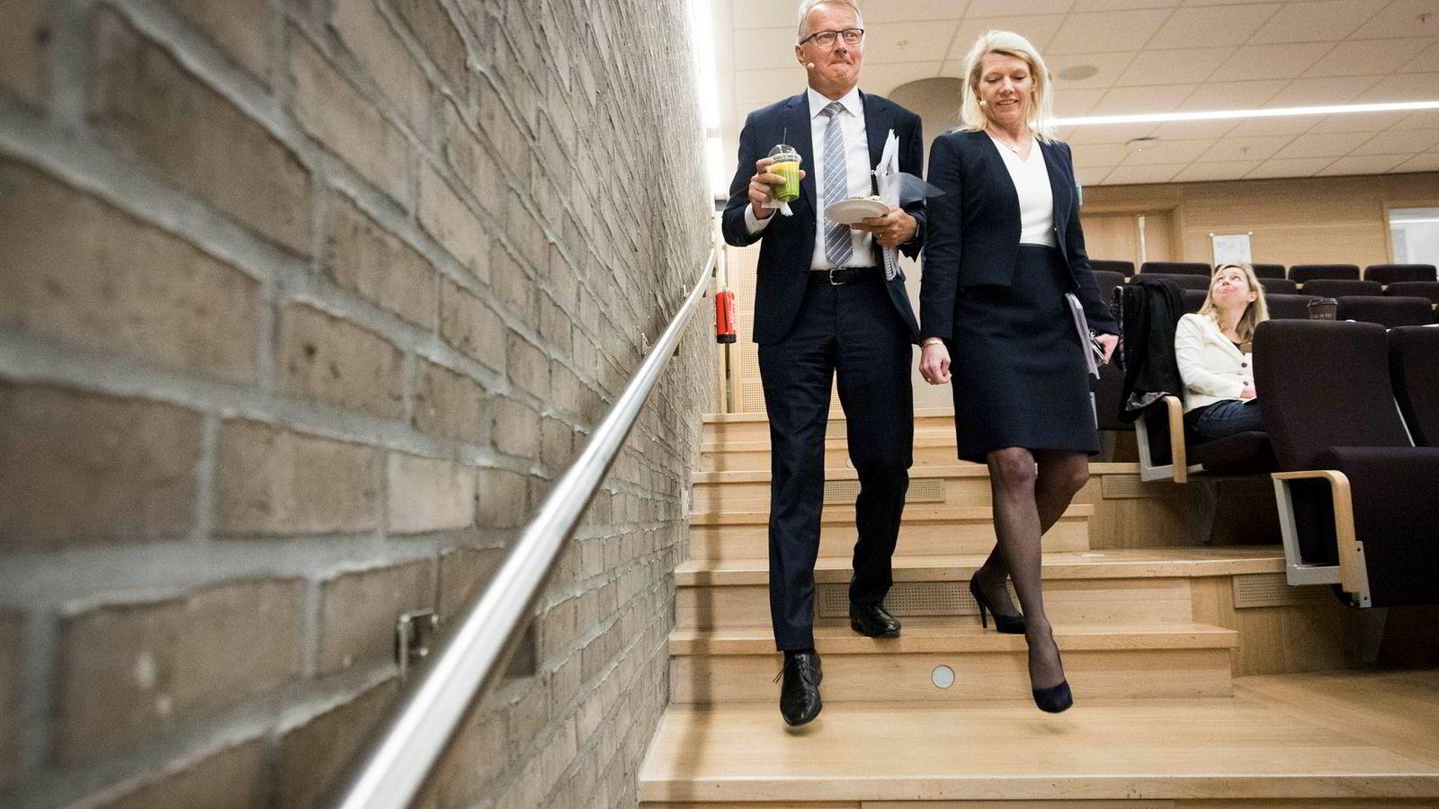 DNBs konsernsjef Rune Bjerke (til venstre) og finansdirektør Kjerstin Braathen legger frem et økt resultat, men hos de viktige boliglånskundene faller DNBs markedsandel ytterligere.