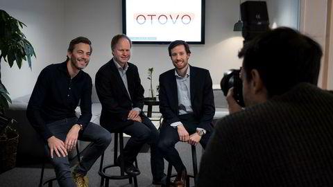 Gründer Andreas Thorsheim (til venstre) i Otovo får 100 millioner kroner, hovedsakelig fra KLP Kapitalforvaltning, der John Harald Henriksen er porteføljeforvalter og Nysnø klimainvesteringer, der Eivind Egeland Olsen er investeringsdirektør. Her fotograferes de for intern bruk.
