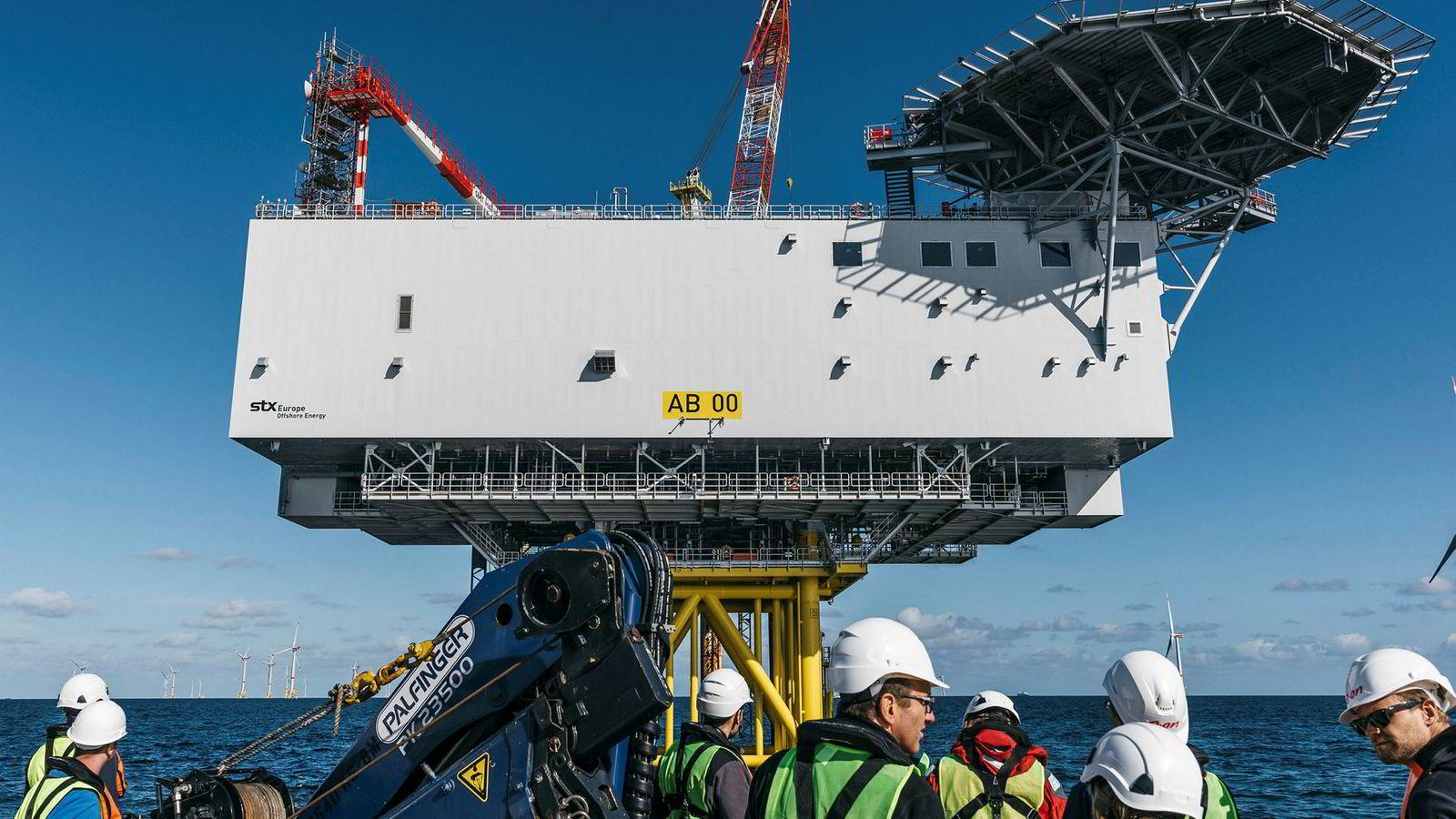 Allerede i dag bygges det store plattformer med transformatorstasjoner ute på havvindfeltene, som her i Arkona-parken i den tyske delen av Østersjøen, en park Equinor eier halvparten av.