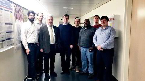 Fidel Castro besøkte både MIT og Harvard da han var i Boston. Her fra omvisningen på Harvard. Fra venstre: Alex Keesling, Alexeii Bylinskii, Fidel Castro, Mikhail Lukin, Trond Ikdahl Andersen, Bill Wilson, Bo Dwyer og Kristiaan De Greve. Foto: Privat