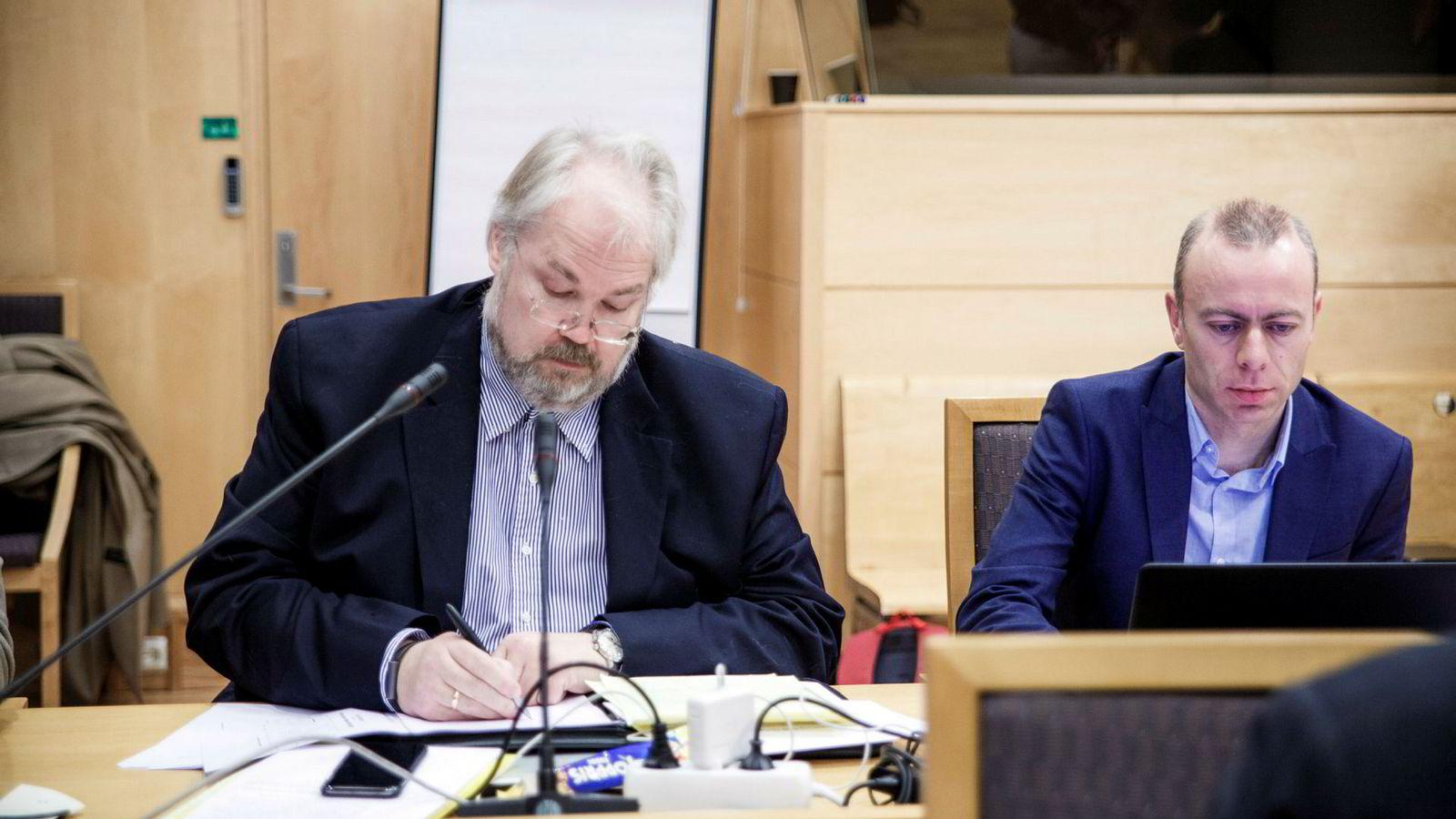 Jon Gunnar Pedersen (til venstre) og assisterende forskningssjef i Norsk Regnesentral, Anders Løland var sakkyndige vitner for DNB onsdag.