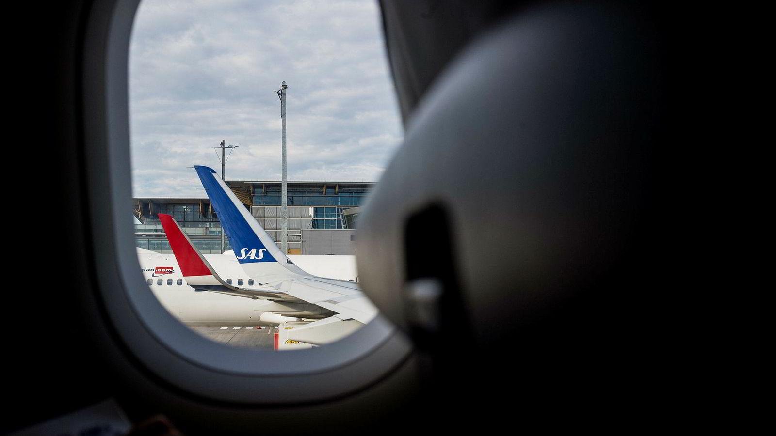 Norwegian forbereder seg på mulig SAS-streik ved å skru opp prisene og nekter passasjerene å kansellere de dyreste billettene. Her fra Oslo lufthavn.