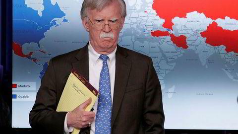 USAs nasjonale sikkerhetsrådgiver John Bolton advarer mot å «røre» Venezuelas opposisjonsleder Juan Guaidos.