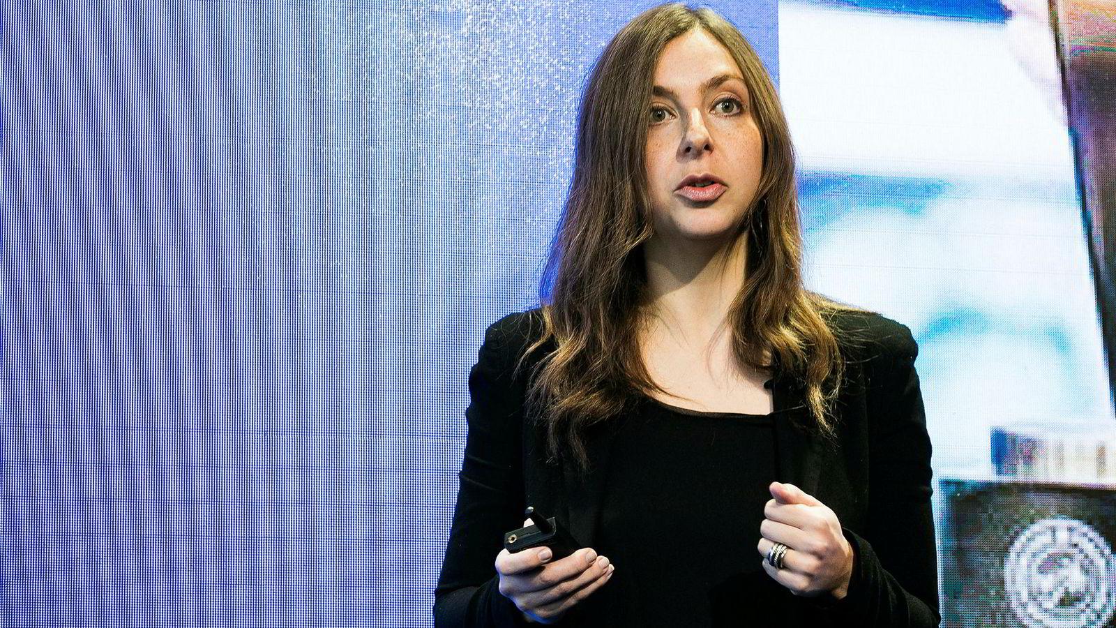 Psykolog og pokerspiller Maria Konnikova mente flere investorer bør spille poker for å forstå risiko. Onsdag deltok hun på Verdens økonomiske forum i Davos.