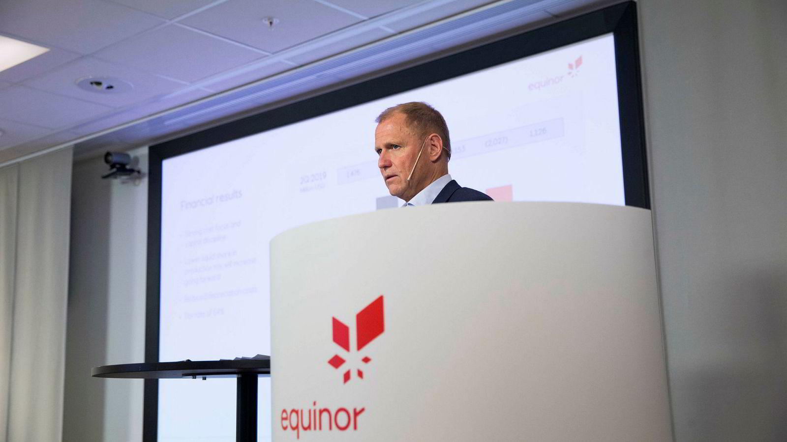 Equinors konserndirektør for økonomi og finans Lars Christian Bacher legger torsdag frem resultater for andre kvartal.