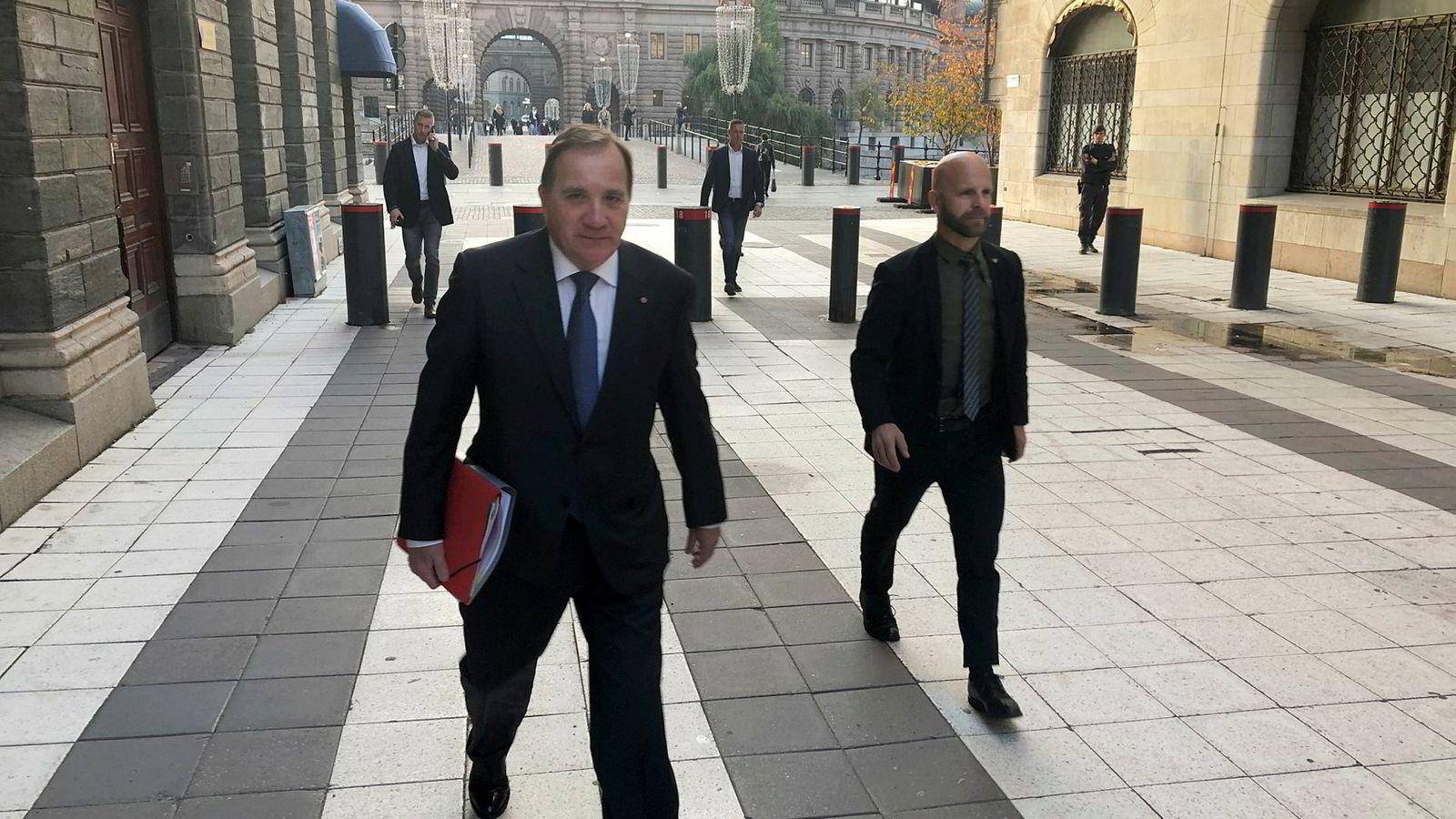 Socialdemokraternas partileder Stefan Löfven leder fortsatt en overgangsregjering. Nå har han en uke på å sikre fornyet støtte til regjeringsprosjektet.